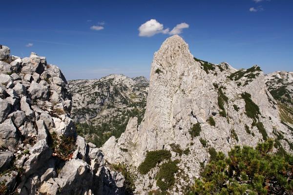 Blick von der südlichsten Erhebung mit Gipfelkreuz nach Norden