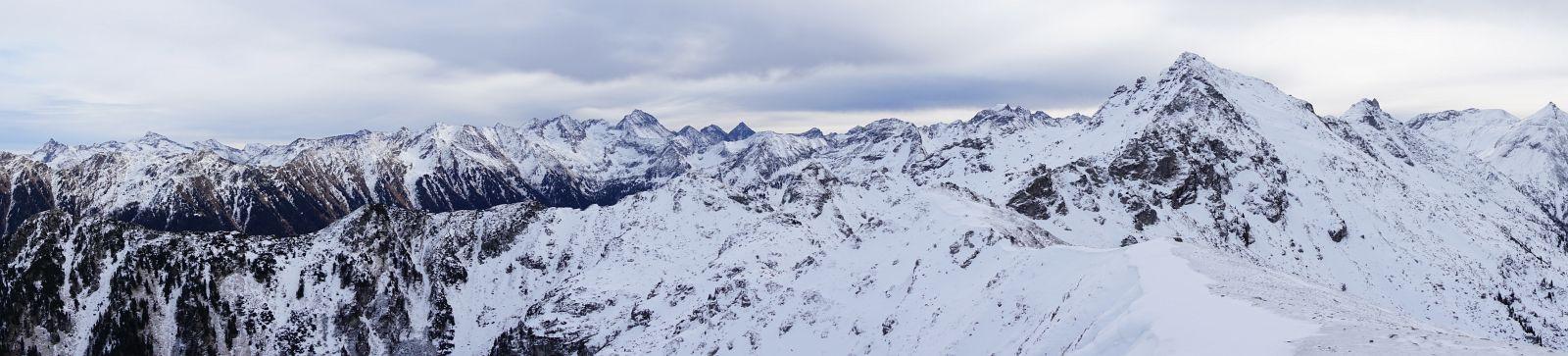 Panoramablick vom Höchstein über die Hochwildstelle zu Elendberg, Zwerfenberg, Hochgolling, Kasereck und weiter über das Schiedeck zur Lungauer und Steirischer Kalkspitze