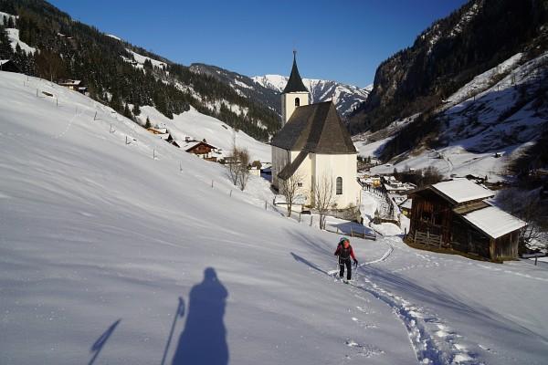 Aufbruch bei der Kirche in Hüttschlag