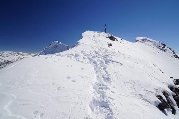Am überwechteten Nordgrat zum Gipfelkreuz.