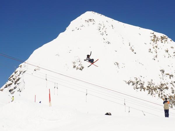 Tollkühne Ski-Kunststücke