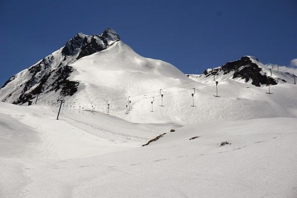 Firnglanz im stillgelegten Skigebiet zum Tuxer Joch