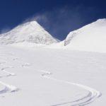 Perfekte Pulverschneeverhältnisse am Hintertuxer Gletscher. Im Hintergrund (links) der eindrucksvolle Olperer.