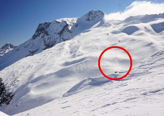 Skitourengeher am Weg auf den Hohen Riffler. Die Wolken über dem Schwarzbrunner Kees verziehen sich bereits.