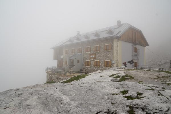 Adamekhütte im Nebel