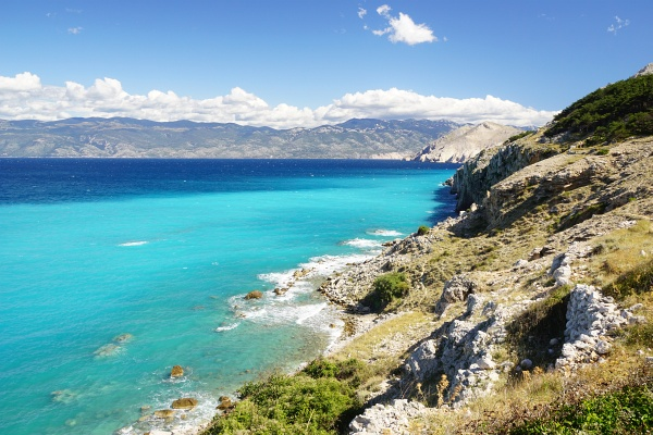 Farbenpracht in der Bucht vor Baska