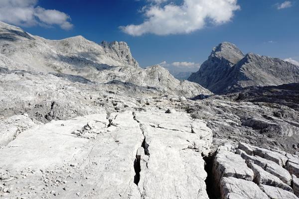 Imposantes Felsgelände zur Klinserschlicht (rechts der Bildmitte) - ganz rechts die Spitzmauer.