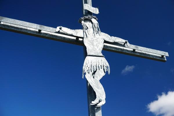 Noch ziemlich neu ist das Gipfelkreuz auf der Gollitschspitze