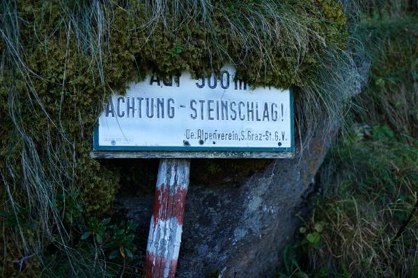 Steinschlaggefahr auf der Westseite des Alker.
