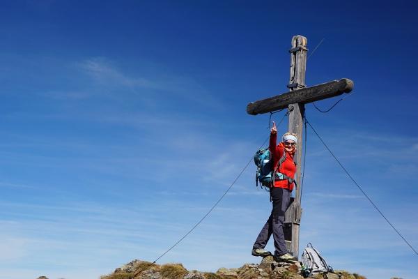 Beim Gipfelkreuz am Talkenschrein.