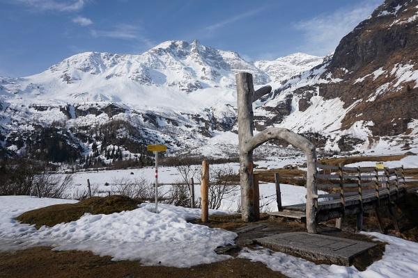 """Der """"Eingang"""" zum schneebedeckten Talboden bis zur ersten Steilstufe (etwa Bildmitte)"""