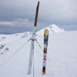 Bei der Gipfelstange am Plannereck: Da gab es nur noch einen ... Tourenschi.