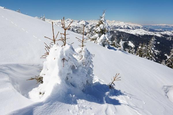 Während in den Tälern längst der Frühling eingezogen ist, herrschen auf den Bergen noch winterliche Verhältnisse.