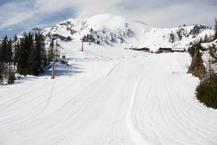 Geschäftiges Treiben bei Reiteralm- und Gasselhöh-Hütte. Darüber die Gasselhöhe, mein heutiges erstes Gipfelziel.