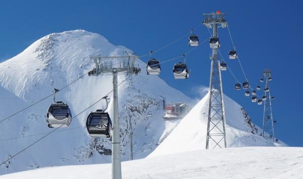 Schneefahnen am Kitzsteinhorn - Dazu Knallen von Lawinensprengungen