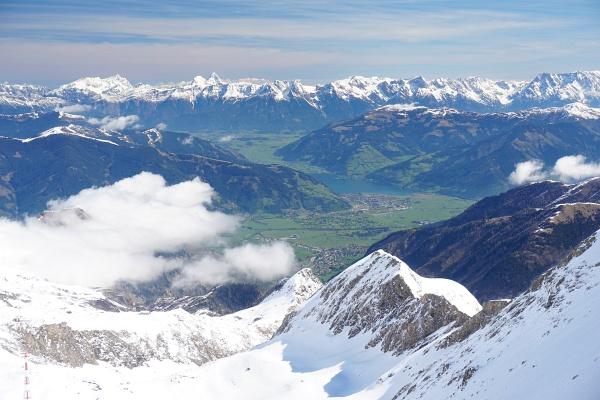 Blick vom Gletschergebiet am Kitzsteinhorn nach Zell am See