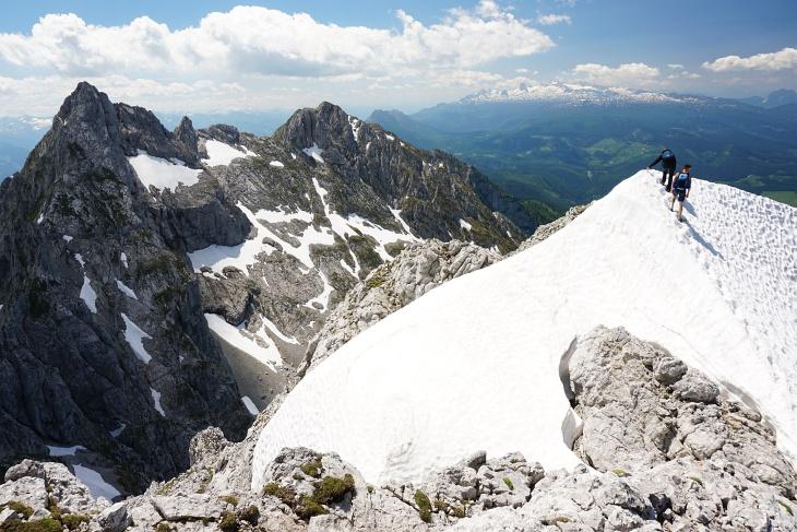 Das einzige Schneefeld am Kulm-Abstieg Richtung Norden