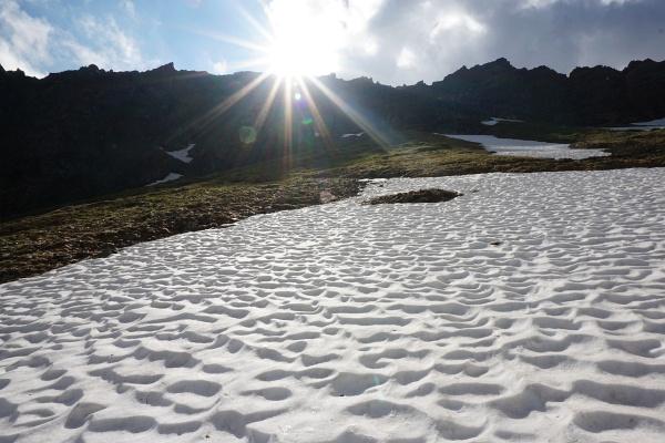 Stabile Sohlen sind ratsam auf harten Altschneefeldern