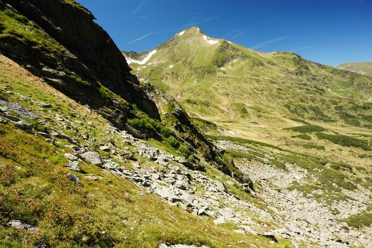 Abstieg über die Adlereck-Nordflanke mit herrlichem Ausblick zur Schoberspitze