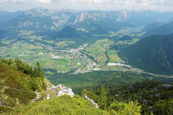 Prächtiger - heute allerdings etwas dunstiger - Blick über Bad Aussee zum Altaussee und Grundlsee