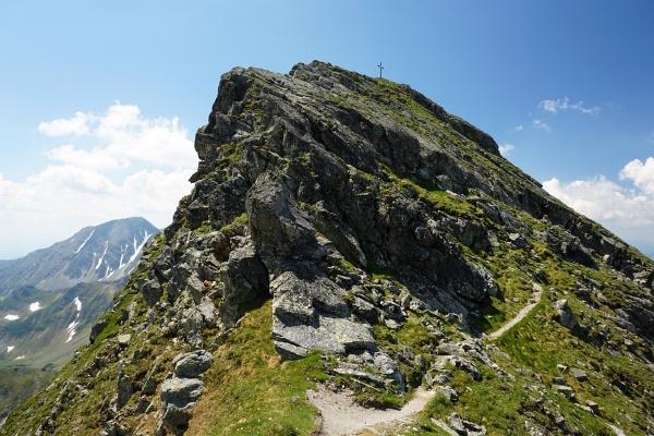 Zuletzt etwas felsiger zum Gipfelkreuz auf der Hochhaide