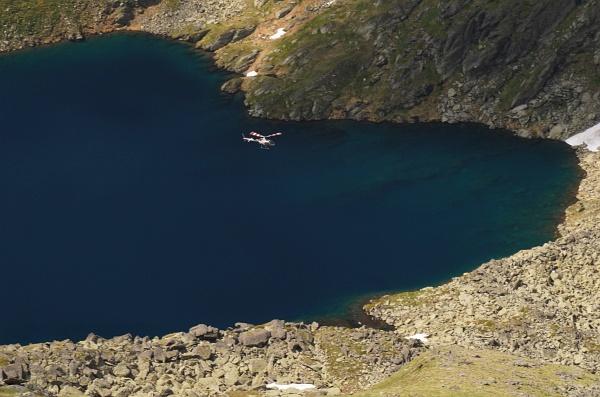 Hubschrauber über dem Weißensee