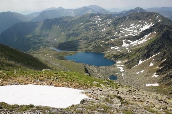 Seeblick vom Großen Knallstein (v.l.n.r.: Ahornsee, Weißensee, kleiner namenloser See)
