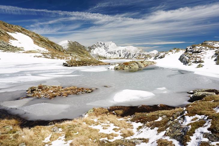 Herrliche Impressionen beim noch zugefrorenen Grubersee - im Hintergrund das Deneck