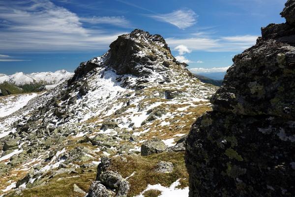 Der Gruberkarspitz (Punkt 2.288) vor 3 Tagen noch mit leichter Schneeauflage