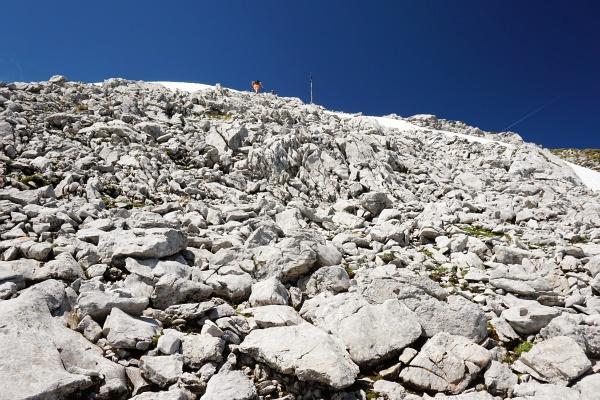 Über ein Steinfeld auf das Multereck