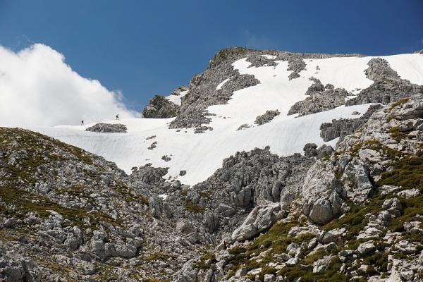 Über kleinere Schneefelder zum Grimming-Gipfel