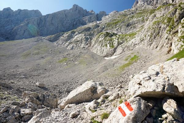 In der markanten Schottergrube beim Nordanstieg auf den Grimming