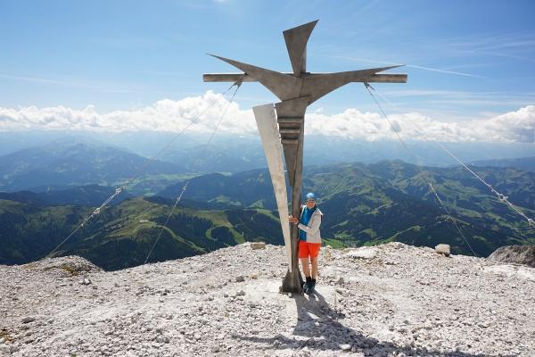 Ein ganz neues Gipfelkreuz steht jetzt etwas unterhalb