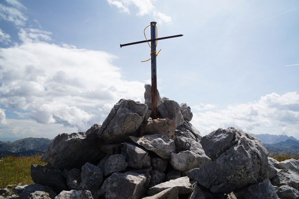 Selbst gebasteltes Gipfelkreuz am Schlumkopf