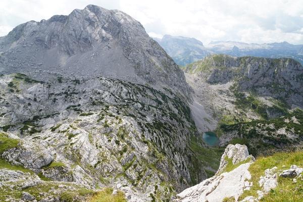 Den direkten Abstieg vom Hochseeleinkopf zum Seeleinsee trauten wir uns über die Felswände nicht zu. Links der Kahlersberg