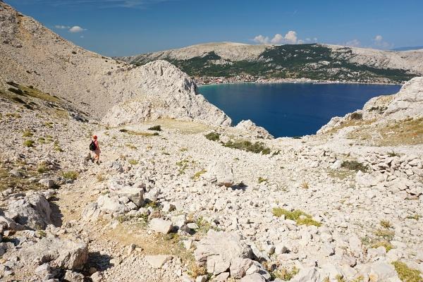 Abstieg zurück nach Baska mit Blick über die herrliche Bucht.