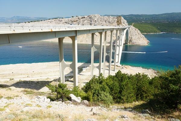 Krk - die größte Insel in der Adria - ist durch eine Brücke mit dem kroatischen Festland verbunden