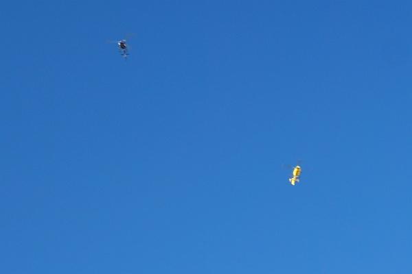 Kurzzeitig sorgen 2 über uns kreisende / stehende Hubschrauber für unangenehmen Lärm