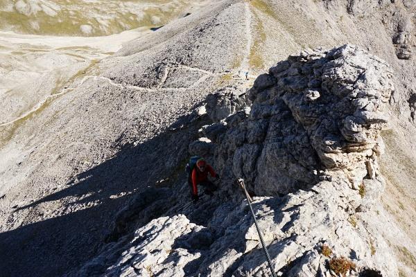 Aus der Gruberscharte (rechts oberhalb der Bildmitte) auf den Ramsauer Klettersteig