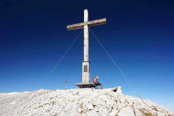 Beim großen Gipfelkreuz auf der Scheichenspitze