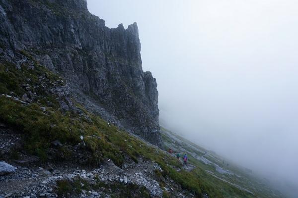Steil geht´s beim Brotrinnl Richtung Oberhüttensee hinab. Steil und trüb.