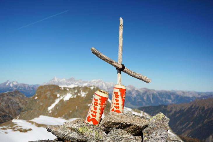 Unser Gipfelbier auf den Vetternspitzen bei 10-jährigen Jubiläum