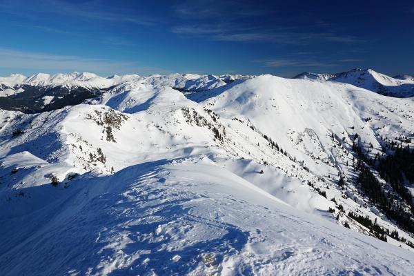 Ausblick von der Jochspitze Richtung Osten. Rechts der Hintergullingspitz.