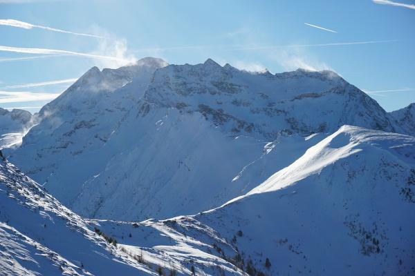 Jahresabschluß-Tour am 31.12.2017 auf den Pleschnitzzinken. Schneefahnen über der Hochwildstelle.