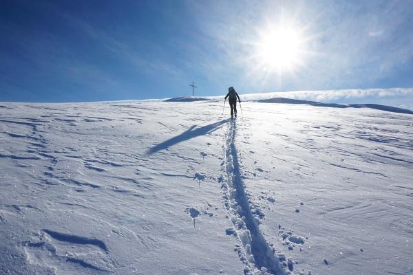 Die letzten Meter zum Gipfelkreuz am Karlspitz