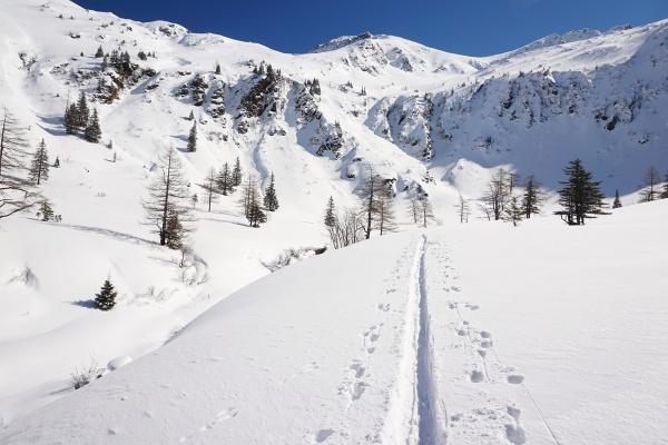 Im Talschluss nach der Erzherzog-Johann-Hütte geht es in einem Linksbogen Richtung Osten und später Richtung Norden.