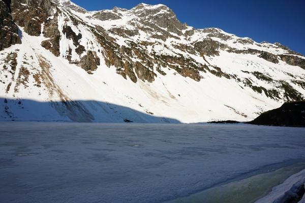 Die Skiroute vom Enzingerboden zum Grünsee war trotz Sperre bis auf eine einzige apere Stelle noch in akzeptablem bis gutem Zustand