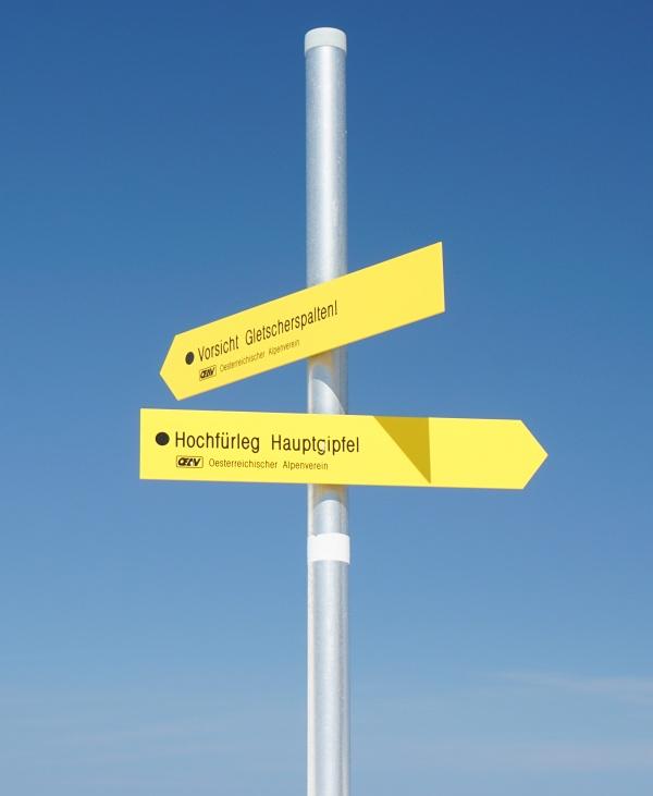 Der Berg hat nicht nur 3 Gipfel (auf 2 davon stehen Gipfelkreuze), sondern in diversen Karten auch unterschiedliche Namen: Hohe Fürleg, Hochfürleg, Hochfillegg, ...