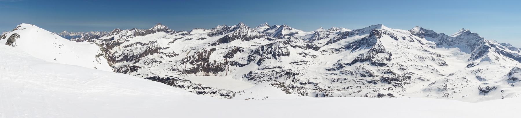 Der Ausblick von der Granatspitzgruppe in die benachbarte Glocknergruppe - beide zu den Hohen Tauern zählend (Klick zur Vergrößerung)
