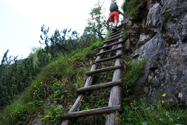 Wenn man bei dieser Holzleiter vorbeikommt ist man auf der richtigen Spur der Dolomitenmänner